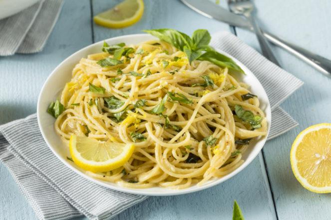Спагетти с зеленым базиликом