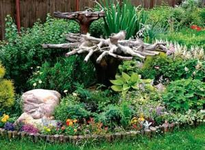 оформление природного сада вазами